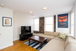 112 Myrtle St #9 by Lyon Apartments, Apartments  Boston - big - 24
