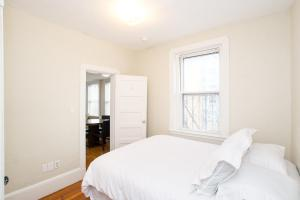 112 Myrtle St #9 by Lyon Apartments, Apartments  Boston - big - 5
