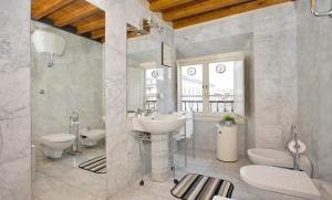 The Dome And One Hundred Windows, Apartmány  Florencie - big - 9