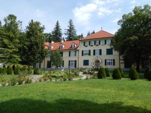 Apartments & Wellness Center Patricia
