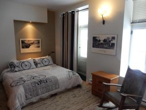 King Room with shared bathroom with another room
