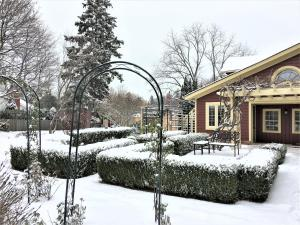 Schoolmaster's House Bed & Breakfast, Bed and Breakfasts  Niagara on the Lake - big - 61