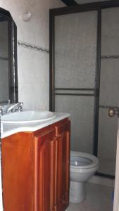 Habitaciones en Medellín (Apartahotel Ferjaz), Гостевые дома  Медельин - big - 157