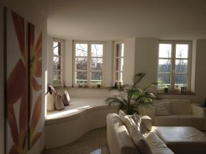 Fine Art Apartment