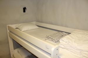 Bed in 8-Bed Mixed Dormitory Room without Window