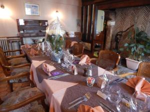 Hotel Restaurant Le Cygne, Hotely  Conches-en-Ouche - big - 42
