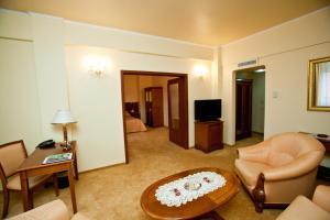 Hotel Maxim, Отели  Орадя - big - 8