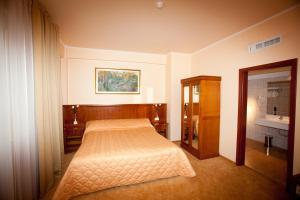 Hotel Maxim, Отели  Орадя - big - 7