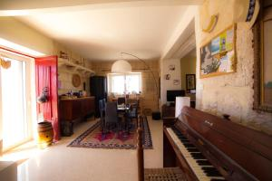 Secco's Seaview Accommodation, Homestays  Mġarr - big - 37