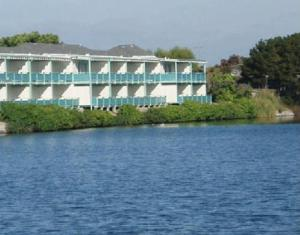 Coral Reef Inn and Condo Suites