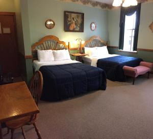 Queen or Double Room with Two Beds