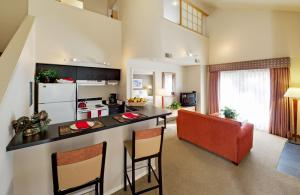 Two Bedroom Townhome with Kitchenette and Spa Bath- Non-Smoking
