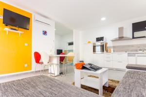 Apartments Dalmacija, Apartmanok  Omiš - big - 11