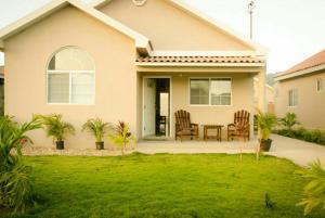 caymanas estate AJ Guest house, Ferienhäuser  Caymanas - big - 1