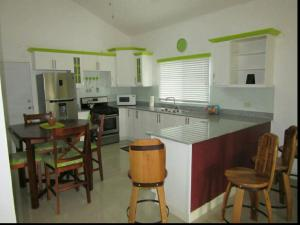 caymanas estate AJ Guest house, Prázdninové domy  Caymanas - big - 14