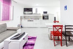 Apartments Dalmacija, Apartmanok  Omiš - big - 20