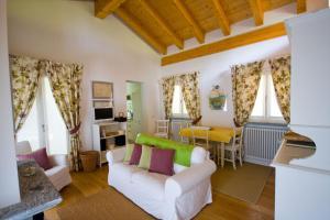 Agriturismo Castello di Vezio, Apartmanhotelek  Varenna - big - 44