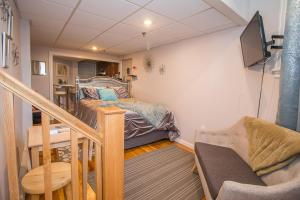 Saint Mary,Fenway,Longwood medical renovated studio, steps to MBTA
