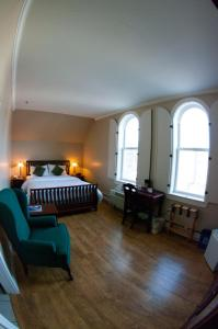 Queen Room with Town View