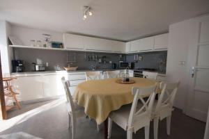 Agriturismo Castello di Vezio, Apartmanhotelek  Varenna - big - 49