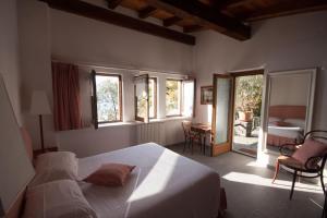 Agriturismo Castello di Vezio, Apartmanhotelek  Varenna - big - 47