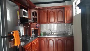 Habitaciones en Medellín (Apartahotel Ferjaz), Гостевые дома  Медельин - big - 111