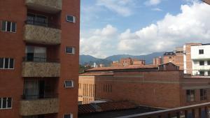 Habitaciones en Medellín (Apartahotel Ferjaz), Гостевые дома  Медельин - big - 87