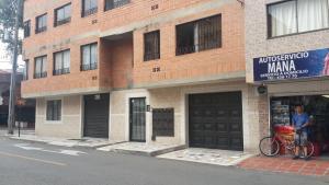 Habitaciones en Medellín (Apartahotel Ferjaz), Гостевые дома  Медельин - big - 97