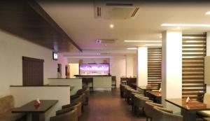 Gayathri Hotels, Отели  Tiruppūr - big - 13