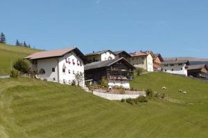 Agriturismo Apartments Tuene - AbcAlberghi.com