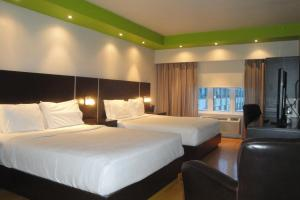Queen Room with Two Queen Beds and Shower - Non-Smoking