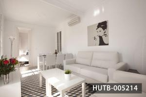 Three-Bedroom Apartment - Parlamento 41