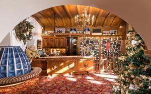 Alpen Hotel Corona, Hotely  Vigo di Fassa - big - 69