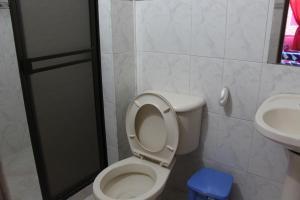 Habitaciones en Medellín (Apartahotel Ferjaz), Гостевые дома  Медельин - big - 126