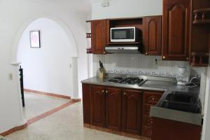 Habitaciones en Medellín (Apartahotel Ferjaz), Гостевые дома  Медельин - big - 127