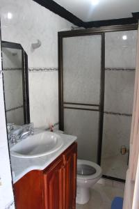 Habitaciones en Medellín (Apartahotel Ferjaz), Гостевые дома  Медельин - big - 98