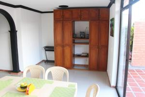 Habitaciones en Medellín (Apartahotel Ferjaz), Гостевые дома  Медельин - big - 86