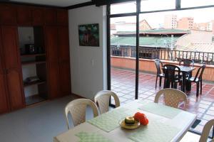Habitaciones en Medellín (Apartahotel Ferjaz), Гостевые дома  Медельин - big - 1