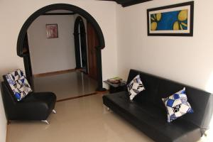 Habitaciones en Medellín (Apartahotel Ferjaz), Гостевые дома  Медельин - big - 99