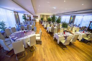Marshal Garden Hotel, Отели  Бухарест - big - 55