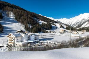 Hotel Alpin, Hotels  Colle Isarco - big - 37