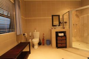 64 Ocean Drive Guesthouse, Гостевые дома  Баллито - big - 11