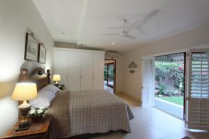 64 Ocean Drive Guesthouse, Гостевые дома  Баллито - big - 5
