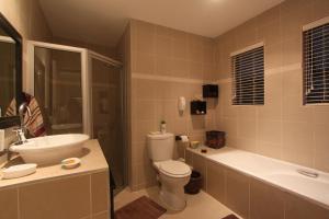 64 Ocean Drive Guesthouse, Гостевые дома  Баллито - big - 4