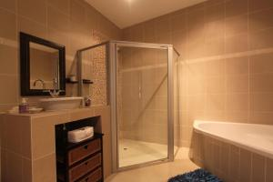 64 Ocean Drive Guesthouse, Affittacamere  Ballito - big - 2