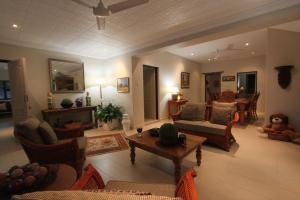 64 Ocean Drive Guesthouse, Гостевые дома  Баллито - big - 13