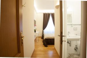 InnsideRome, Guest houses  Rome - big - 11
