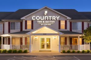 Country Inn and Suites By Carlson, Nevada, MO