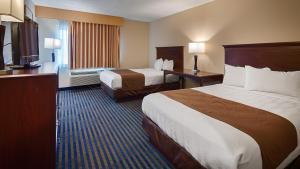 Двухместный номер с 2 двуспальными кроватями и ванной - Подходит для гостей с ограниченными физическими возможностями