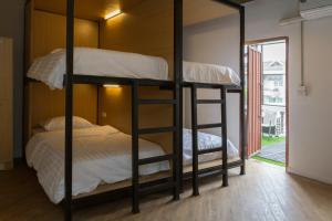 Pod Mixed Dorm with Garden Balcony